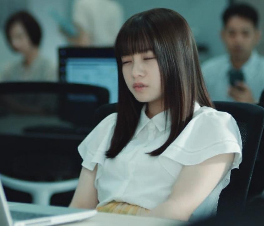 橋本環奈 巨乳がクッキリしちゃったCMキャプ・エロ画像