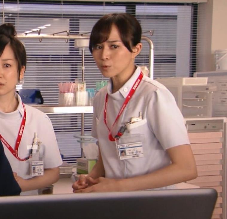 比嘉愛未 看護師役(ナース服) 「DOCTORS 最強の名医」キャプ・エロ画像8