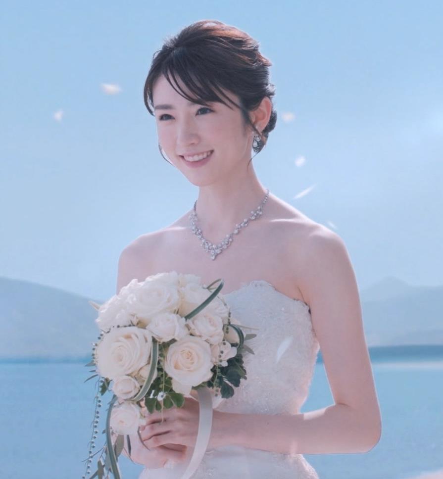 樋口柚子 露出の多いウェディングドレスキャプ・エロ画像