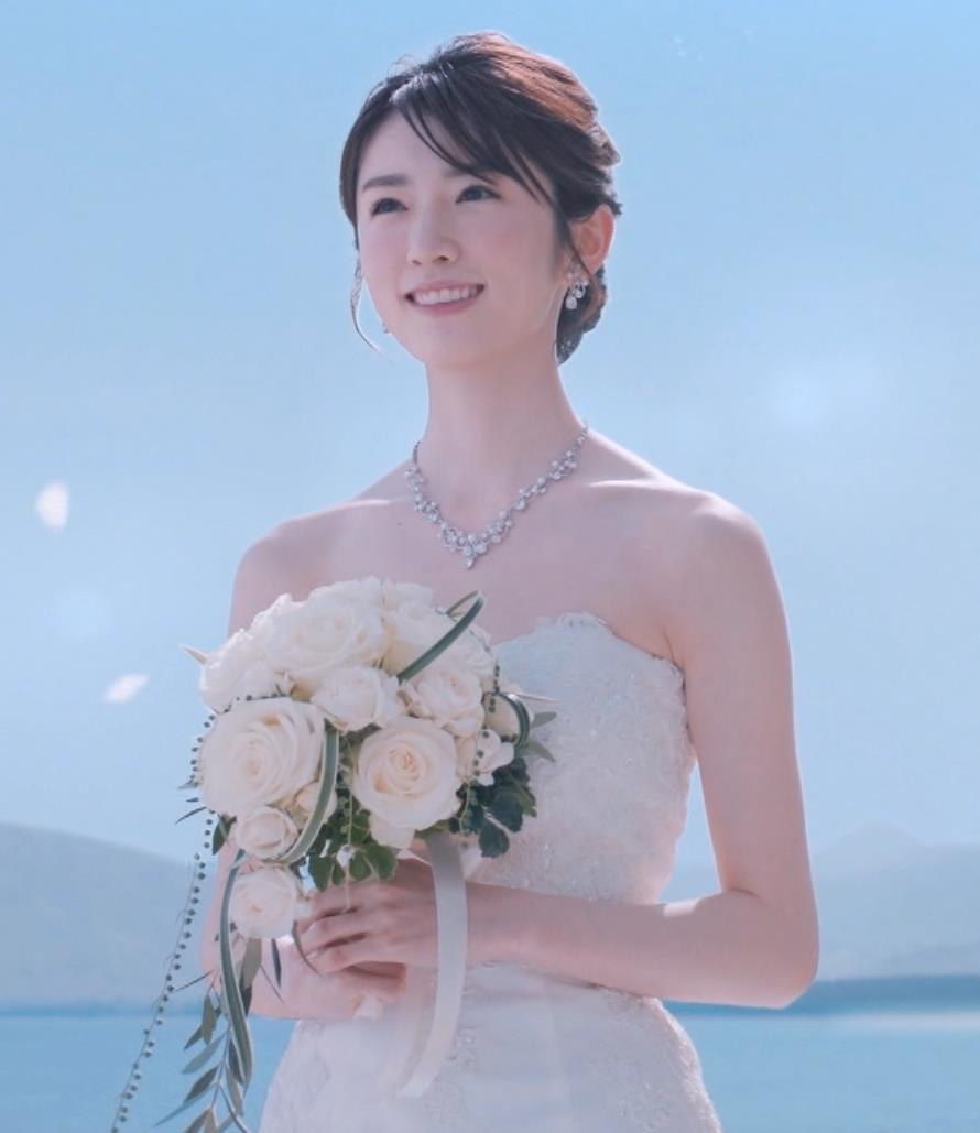 樋口柚子 露出の多いウェディングドレスキャプ・エロ画像2