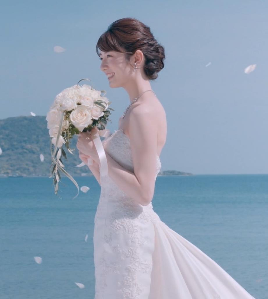 樋口柚子 露出の多いウェディングドレスキャプ・エロ画像3