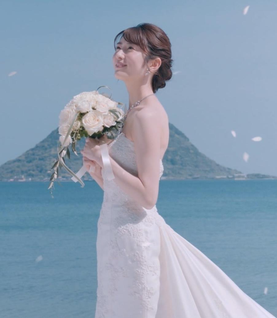 樋口柚子 露出の多いウェディングドレスキャプ・エロ画像4