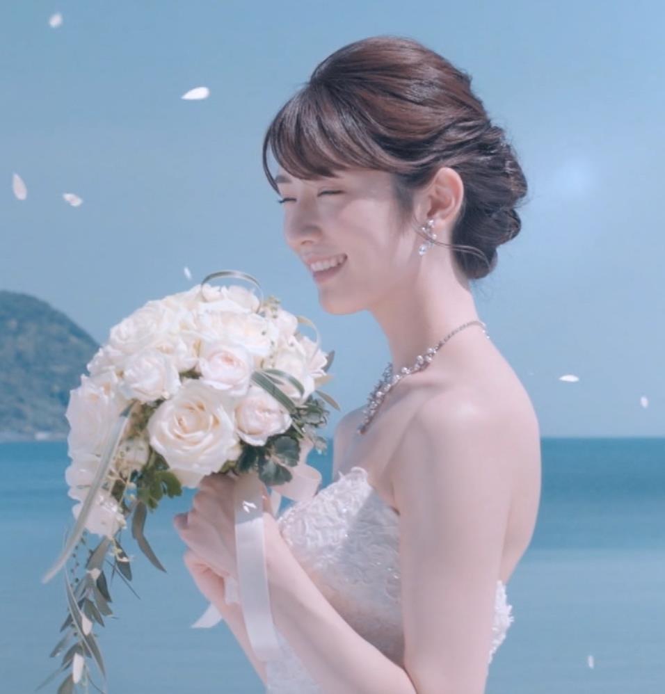 樋口柚子 露出の多いウェディングドレスキャプ・エロ画像5
