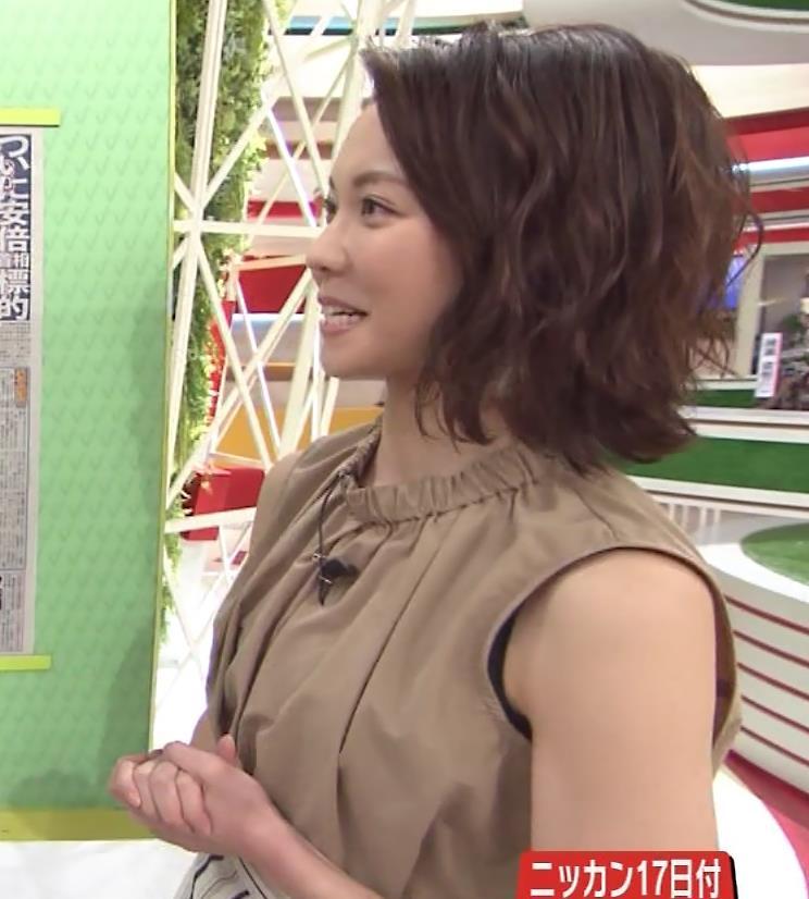 ヒロド歩美アナ ノースリーブからインナーちらりキャプ・エロ画像9