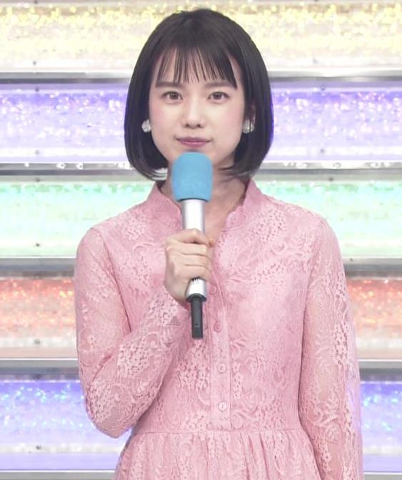 弘中綾香アナ レースのシャツのおっぱいキャプ・エロ画像