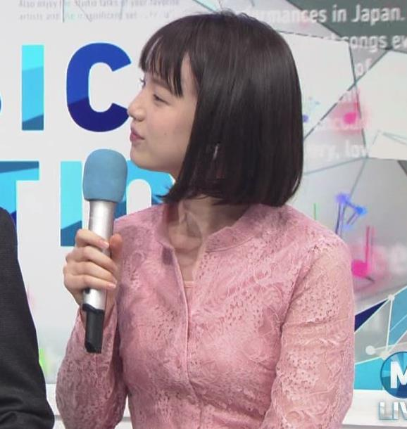 弘中綾香アナ レースのシャツのおっぱいキャプ・エロ画像2