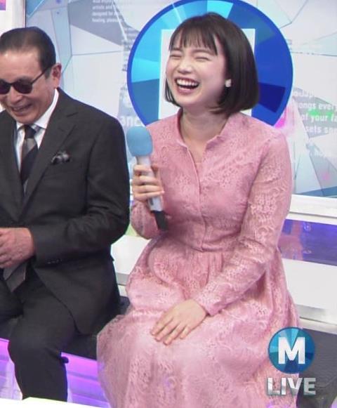 弘中綾香アナ レースのシャツのおっぱいキャプ・エロ画像3
