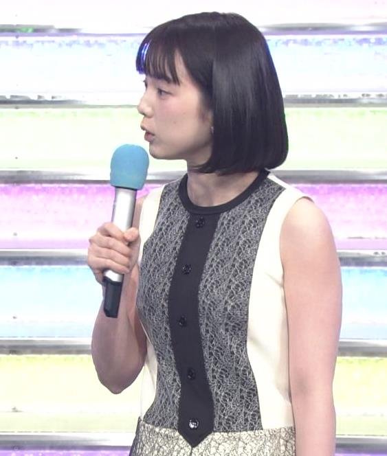 弘中綾香アナ ノースリーブの白い肌キャプ・エロ画像3