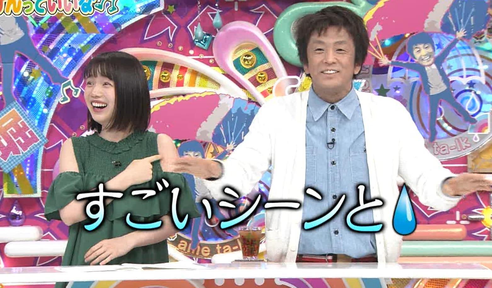 弘中綾香アナ ホリケンに露出した肩にキスされる(セクハラ)キャプ・エロ画像3