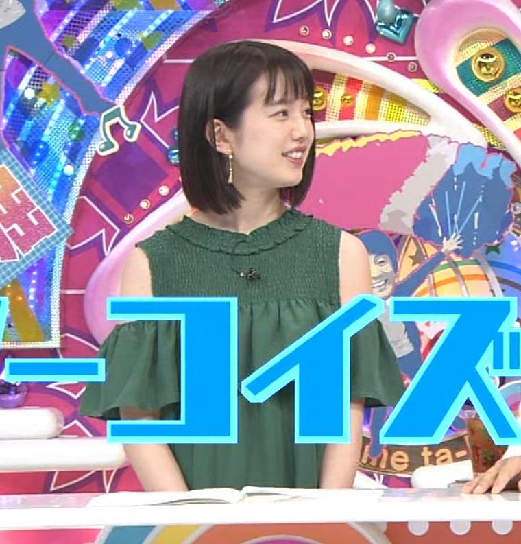 弘中綾香アナ ホリケンに露出した肩にキスされる(セクハラ)キャプ・エロ画像4