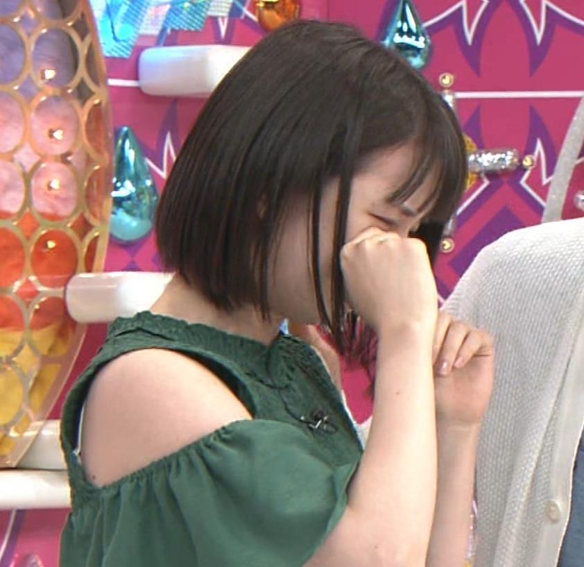 弘中綾香アナ ホリケンに露出した肩にキスされる(セクハラ)キャプ・エロ画像8