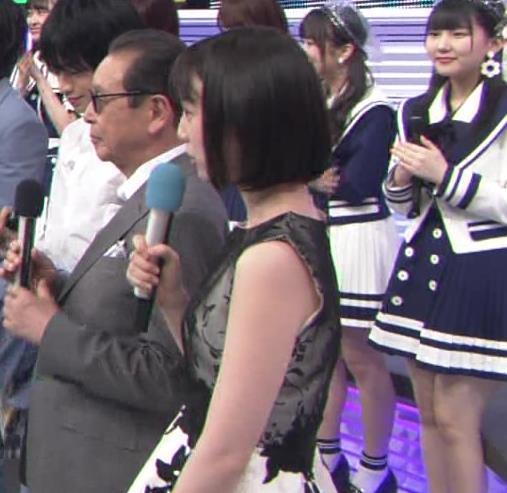 弘中綾香アナ 意外と強そうな二の腕キャプ・エロ画像12