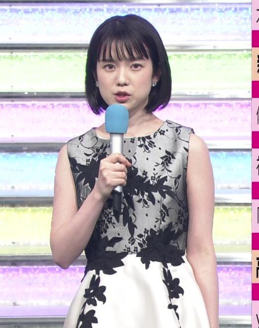 弘中綾香アナ 意外と強そうな二の腕キャプ・エロ画像6