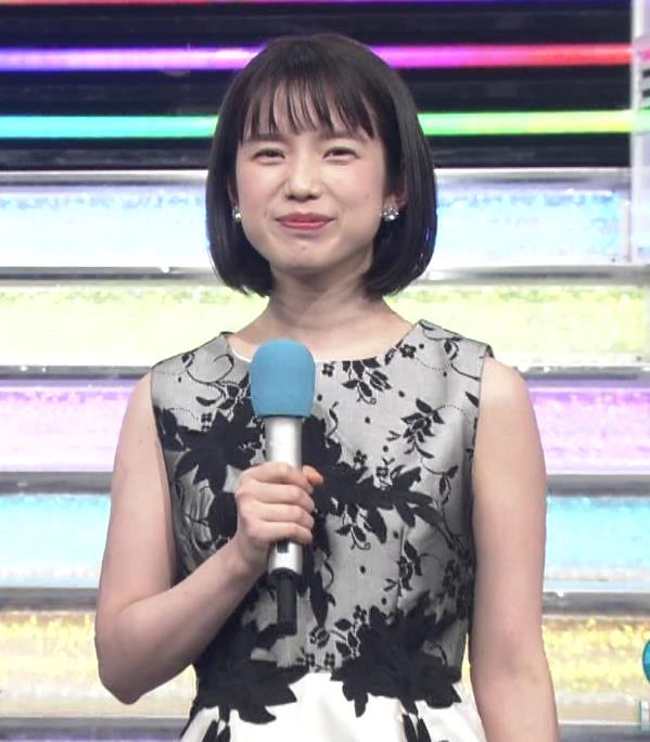 弘中綾香アナ 意外と強そうな二の腕キャプ・エロ画像8