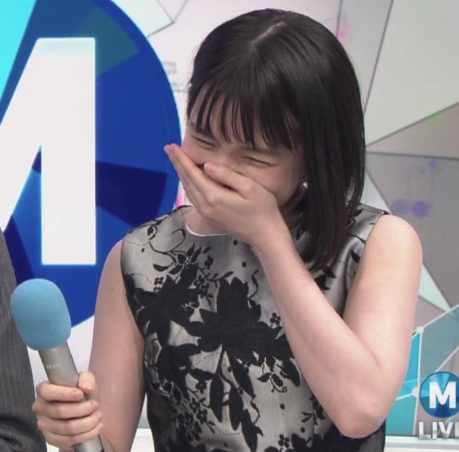 弘中綾香アナ 意外と強そうな二の腕キャプ・エロ画像9