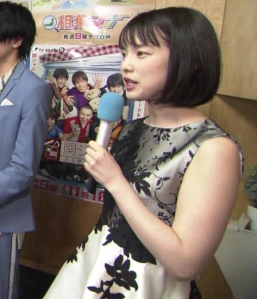 弘中綾香 意外と強そうな二の腕キャプ画像(エロ・アイコラ画像)