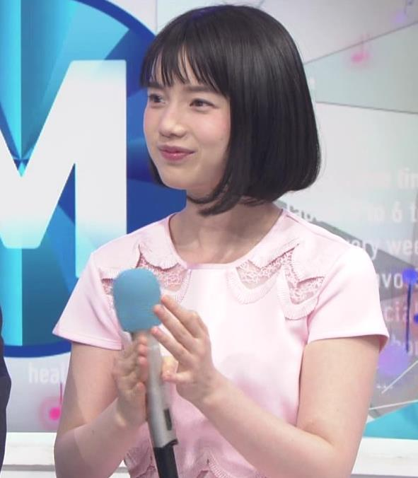 弘中綾香アナ ロリ系女子アナのかわいいワンピースキャプ・エロ画像3