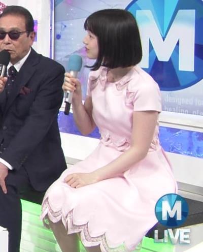弘中綾香アナ ロリ系女子アナのかわいいワンピースキャプ・エロ画像4