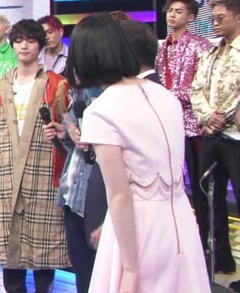 弘中綾香アナ ロリ系女子アナのかわいいワンピースキャプ・エロ画像7