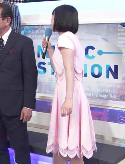 弘中綾香アナ ロリ系女子アナのかわいいワンピースキャプ・エロ画像8