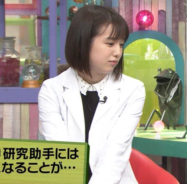 弘中綾香アナ ミニスカ黒ストッキングがエロいキャプ・エロ画像2