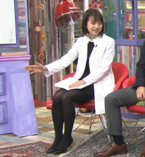 弘中綾香アナ ミニスカ黒ストッキングがエロいキャプ・エロ画像3