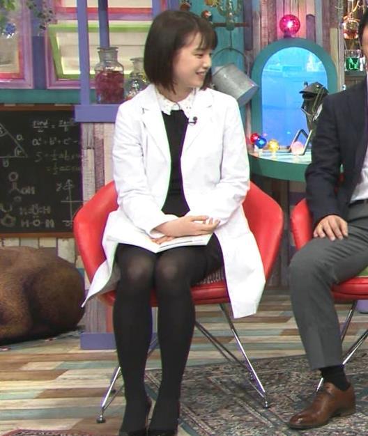 弘中綾香アナ ミニスカ黒ストッキングがエロいキャプ・エロ画像4