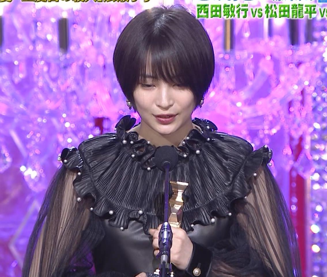 広瀬すず 大人の色気も出てきた日本アカデミー賞授賞式キャプ・エロ画像10