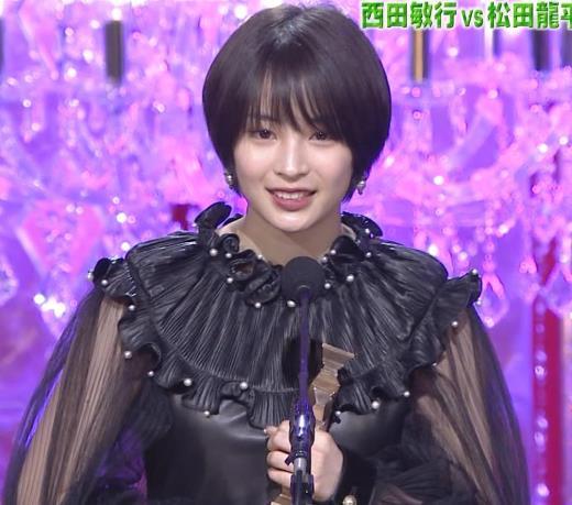 広瀬すず 大人の色気も出てきた日本アカデミー賞授賞式キャプ画像(エロ・アイコラ画像)