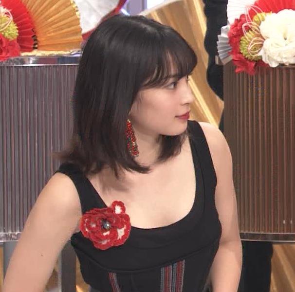 広瀬すず エロい衣装が話題になった紅白歌合戦キャプ・エロ画像2