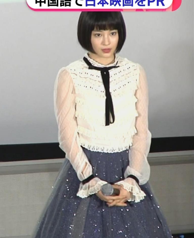 広瀬すず 透け透け袖&横乳大きそうキャプ・エロ画像2