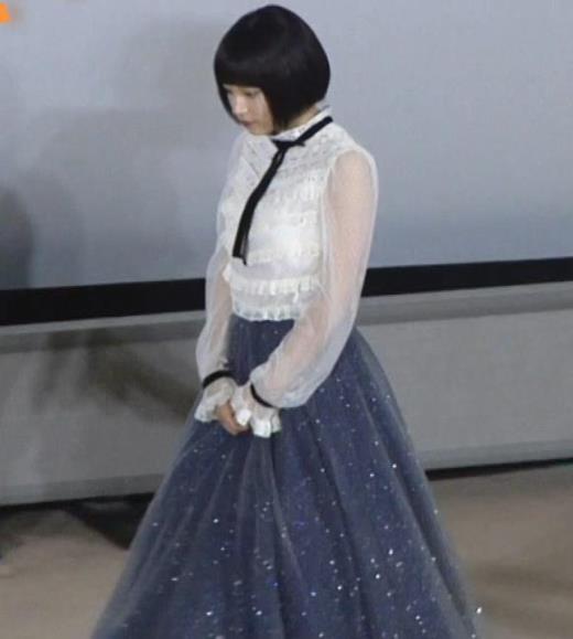 広瀬すず 透け透け袖&横乳大きそうキャプ画像(エロ・アイコラ画像)