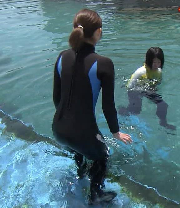 アナ ある意味水着!エロいウエットスーツ姿キャプ・エロ画像4