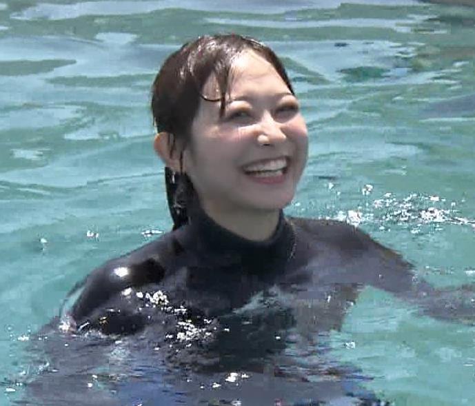 アナ ある意味水着!エロいウエットスーツ姿キャプ・エロ画像6