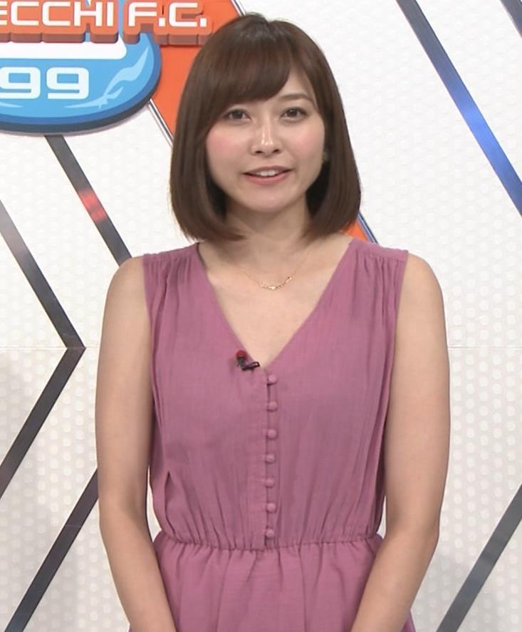久冨慶子アナ 肌がけっこう露出したワンピースキャプ・エロ画像3