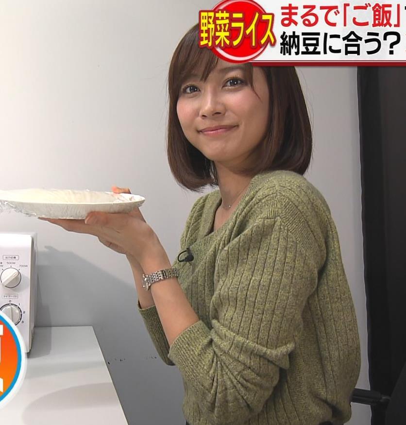 久冨慶子アナ 胸元ちょっと露出キャプ・エロ画像