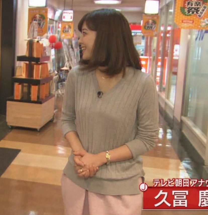 久冨慶子アナ ゆったりセーターキャプ・エロ画像3