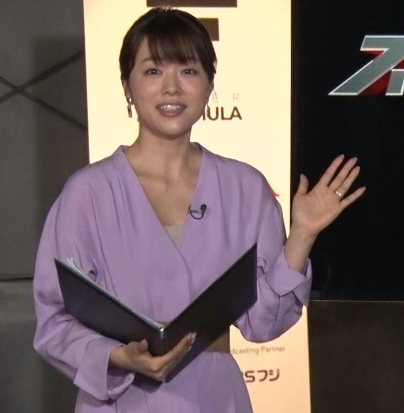 本田朋子アナ 胸元がエロいキャプ・エロ画像