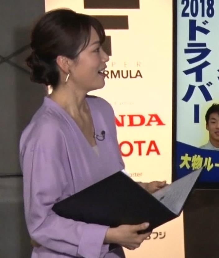 本田朋子アナ 胸元がエロいキャプ・エロ画像2