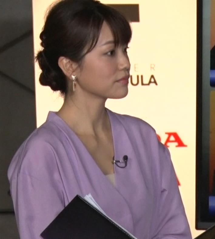 本田朋子アナ 胸元がエロいキャプ・エロ画像4