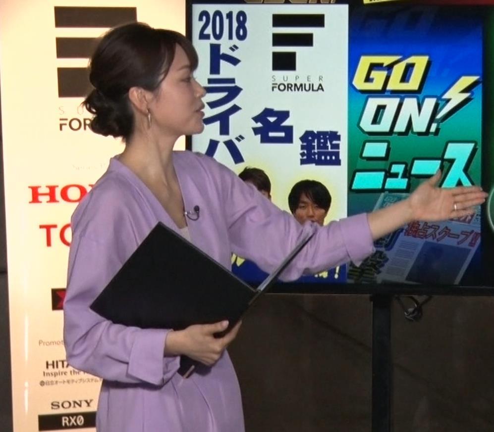 本田朋子アナ 胸元がエロいキャプ・エロ画像6