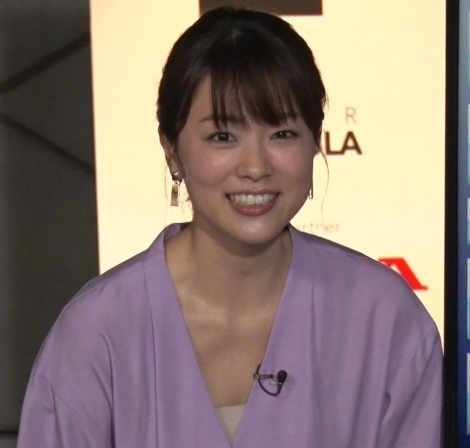 本田朋子アナ 胸元がエロいキャプ・エロ画像7