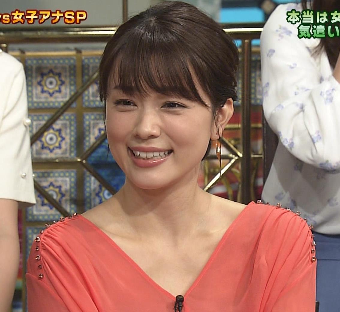 本田朋子アナ 脚を開いたらスカートの中が見えた!GIF動画 さんま御殿キャプ・エロ画像12