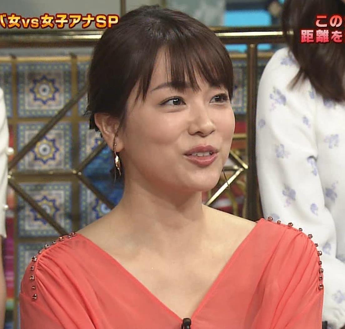 本田朋子アナ 脚を開いたらスカートの中が見えた!GIF動画 さんま御殿キャプ・エロ画像13