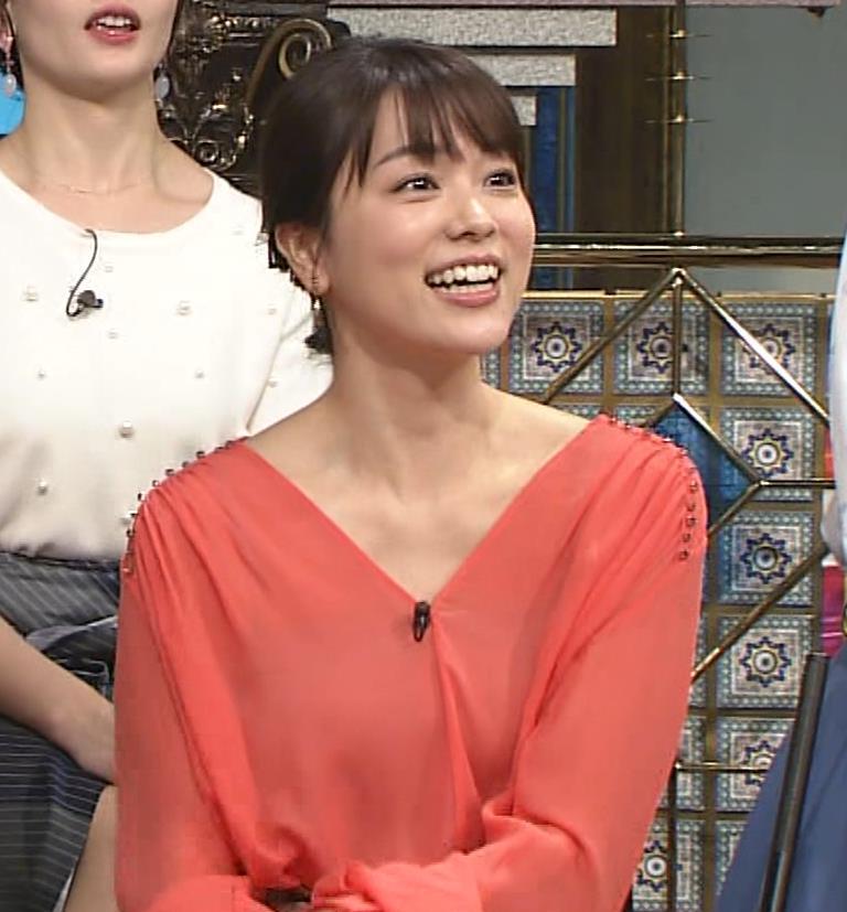 本田朋子アナ 脚を開いたらスカートの中が見えた!GIF動画 さんま御殿キャプ・エロ画像14