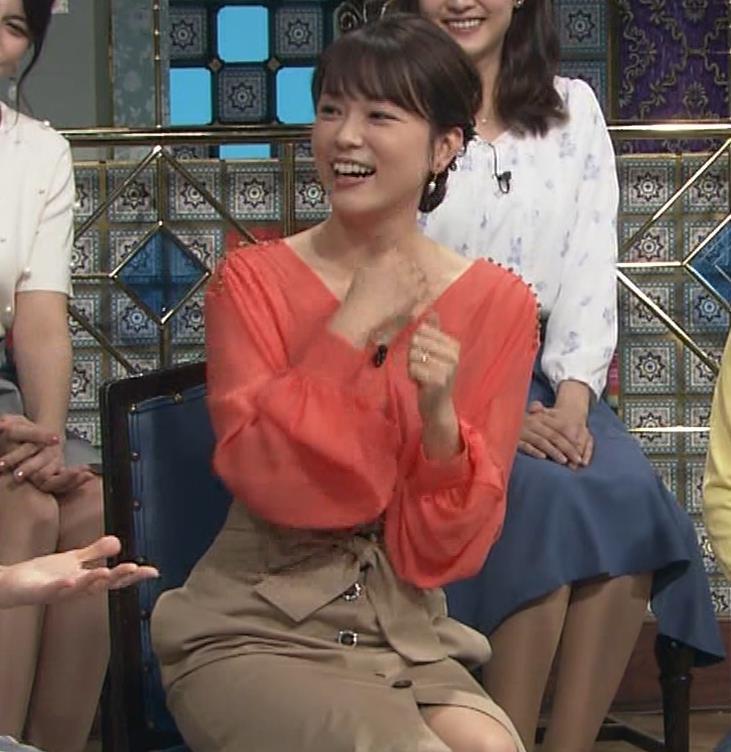本田朋子アナ 脚を開いたらスカートの中が見えた!GIF動画 さんま御殿キャプ・エロ画像15