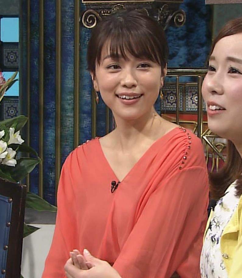 本田朋子アナ 脚を開いたらスカートの中が見えた!GIF動画 さんま御殿キャプ・エロ画像16