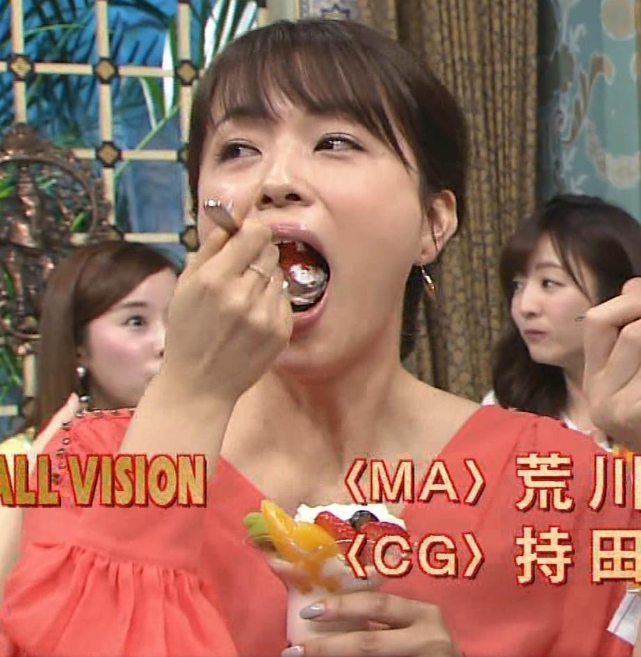 本田朋子アナ 脚を開いたらスカートの中が見えた!GIF動画 さんま御殿キャプ・エロ画像18