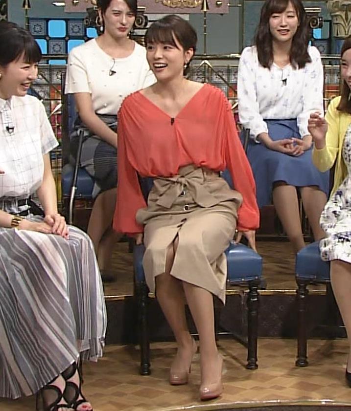 本田朋子アナ 脚を開いたらスカートの中が見えた!GIF動画 さんま御殿キャプ・エロ画像3