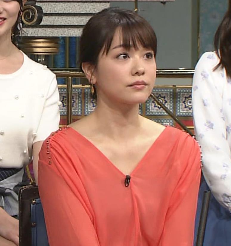 本田朋子アナ 脚を開いたらスカートの中が見えた!GIF動画 さんま御殿キャプ・エロ画像8